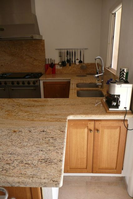 Exceptionnel Plan de travail en granit Colonial gold. « France Azur MC65