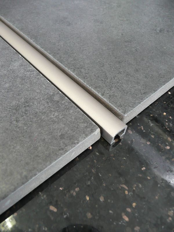 Baguette finition carrelage aluminium 28 images for Baguette alu carrelage
